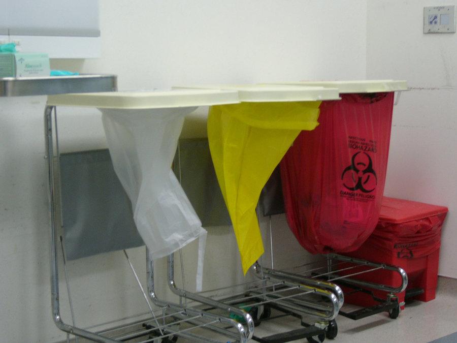 شرکتهای دانش بنیان در ساماندهی دفع زبالههای عفونی همکاری کنند