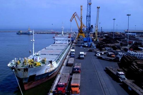 پهلوگیری ۳ کشتی حامل کالاهای اساسی در بندر چابهار