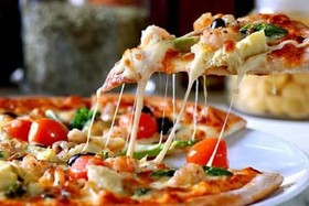 مخالف فروش پیتزاهای پنج هزارتومانی در اصفهان هستیم