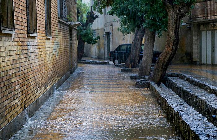 رفع آبگرفتگیهای جزیی در شهر/ آمادهباش ۲۴ ساعته نیروهای خدماتی شهرداری اصفهان