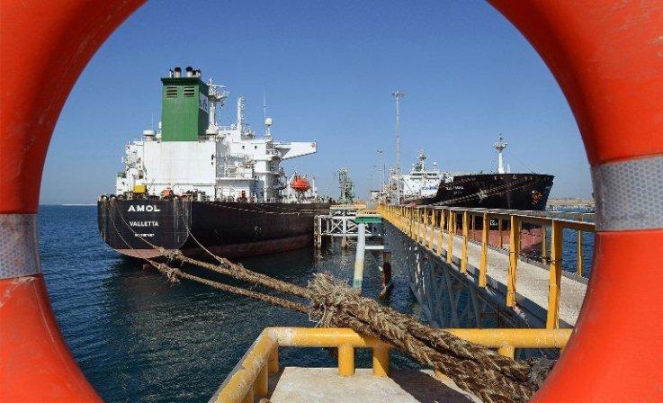 بلعیدن درآمدهای نفتی با واردات قاچاق کالا