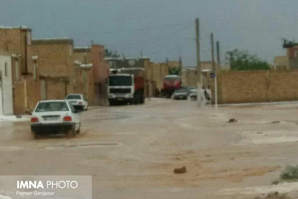 ترافیک سنگین جاده لواسان/۹۱ روستا در محاصره سیل