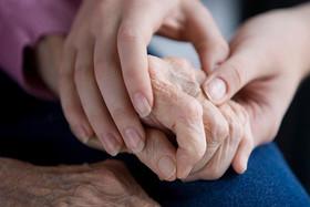 لرزش دست؛ شایع ترین علت بیماری پارکینسون