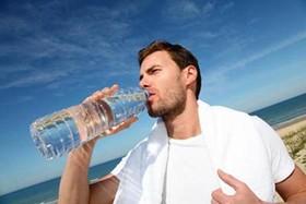 در فصل سرد سال نوشیدن آب سیستم ایمنی بدن را تقویت می کند