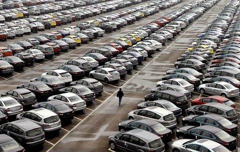 حرکت قیمت خودرو در تونلی رو به آسمان