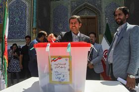 انتخابات، قوی ترین عامل بازدارنده در برابر شیطنت های شرق و غرب است