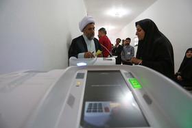 حماسه حضور مردم مبارکه در پای صندوق های اخذ رای