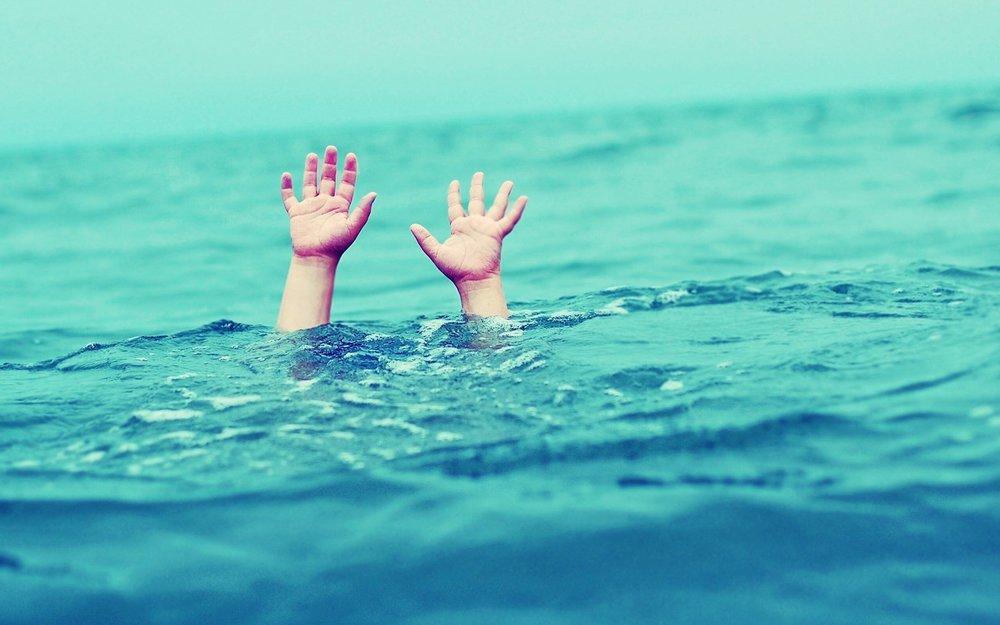 غرقشدگی کودک ۲ ساله در استخر