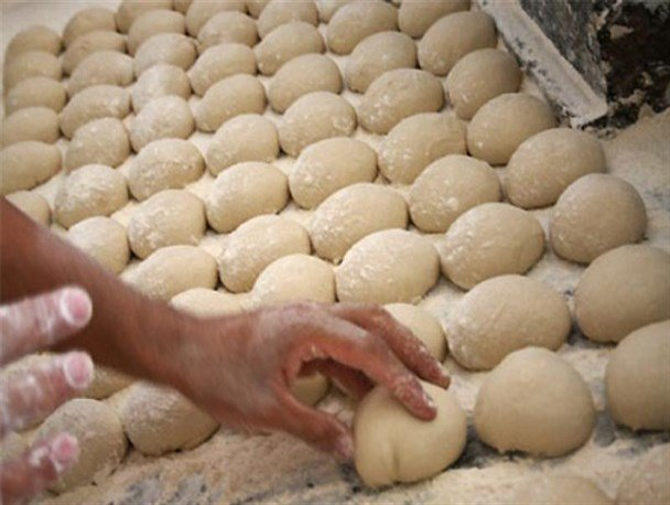 محدودیت صدور پروانه کسب نانوایی به دلیل تامین آرد دولتی است