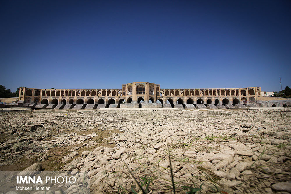 Dried-up Zayande-Rood threatened Isfahan historical heritages