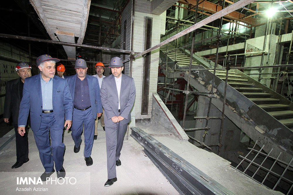 Isfahan mayor visits Sio-Seh Pol metro project