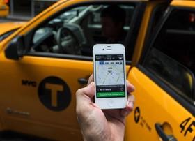 فعالیت غیرقانونی شرکتهای تاکسی اینترنتی در مشهد/ لحظهشماری برای پلمپ شرکتها