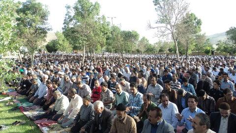 برگزاری نماز عید فطر در بوستان شهدای گمنام بادرود