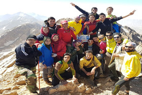 پرچم شهر زیرزمینی نوش آباد، بر فراز قله سنبران لرستان