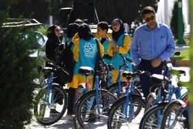 دوچرخه سواران نوجوان رنگ و بویی تازه به جشنواره بخشیدند