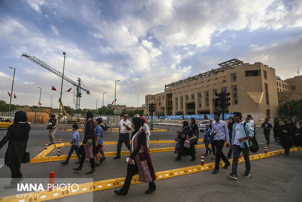 Foreign guests of ICFF experience a walking tour in Isfahan
