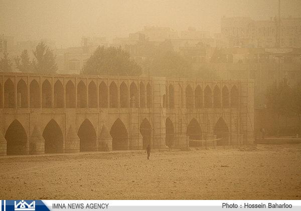 طوفان لحظه ای در کمین اصفهان