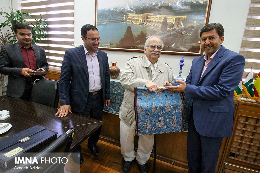 Khosrow Motazed in a meeting with Isfahan mayor
