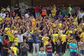 بازگشت میرجوان به اصفهان/ استقبال هواداران سپاهان از تماشاگران سپیدرود