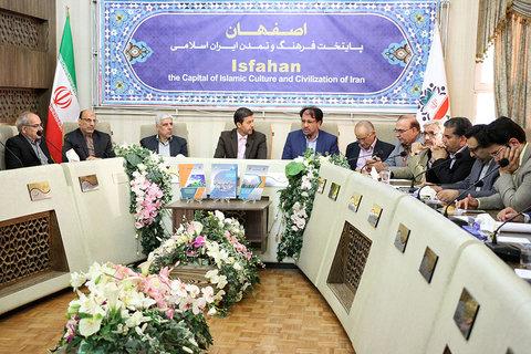 نشست مبادله قرارداد طرحهای پژوهشی محیط زیست بین شهرداری اصفهان و سه دانشگاه اصفهان