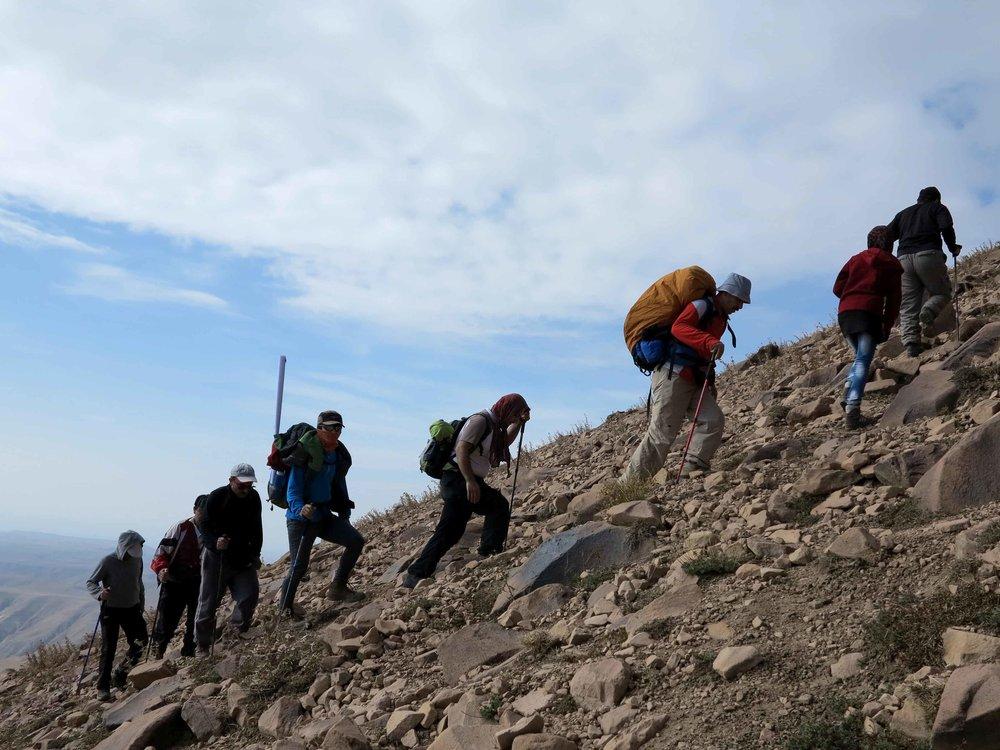 سنگینی فشار کوهنوردان بر قامت کوهستان