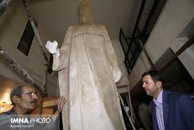 Isfahan mayor meets Isfahani sculptor, Nimatullahi