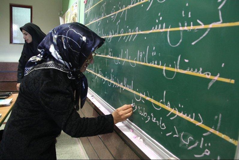 استان اصفهان ۶۰۰ هزار نفر بیسواد دارد