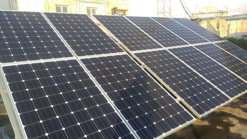 سالانه ۱۲۰ مگاوات برق خورشیدی در شبکه برق سراسری تزریق میشود