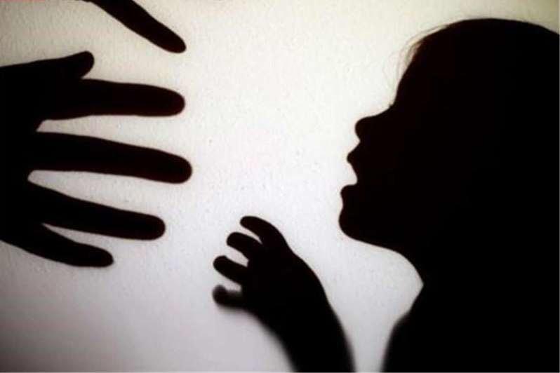 به زنجیر کشیدن کودکی در کاشان