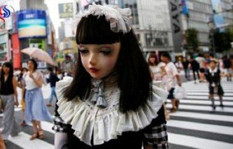 جولان اولین عروسک انساننما در خیابانهای ژاپن