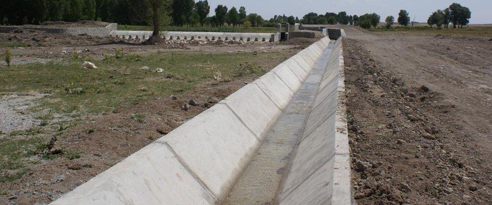 اجرای دالگذاری کانال آب و فاضلاب بوستان رز