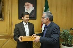 معاون وزیر کشور حکم شهردار یزد را ابلاغ کرد