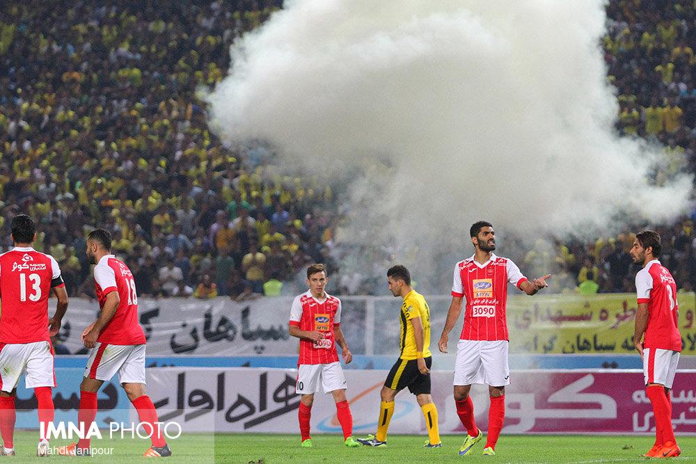 درگیری هواداران پرسپولیس و سپاهان پس از پایان بازی