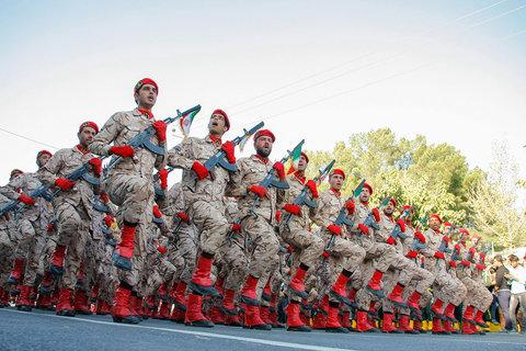 رژه نیروهای مسلح بمناسبت هفته دفاع مقدس درنجف آباد