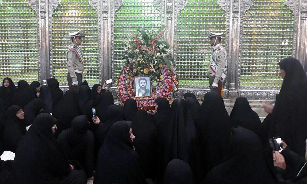 تجدید میثاق خانواده شهدا و جمعی از زنان ایثارگر با آرمانهای امام راحل (ره)
