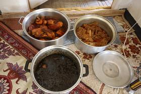 آیین سنتی توزیع نذری در روستای اراضی مبارکه