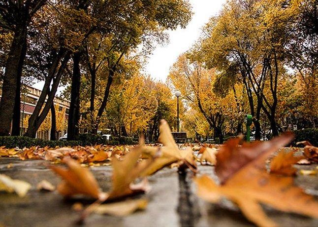 هوای اصفهان روزهای پایانی مهر غبارآلود است