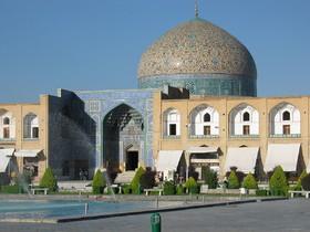 اصفهان را رنگارنگ نکنید