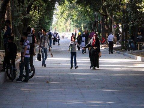 Iran's longest walkway created in Isfahan