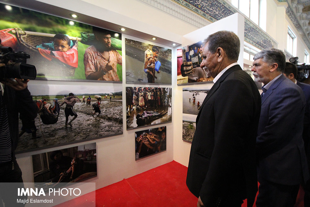 Iranian First VP & Minister of Culture on a visit to 23rd Press Exhibition