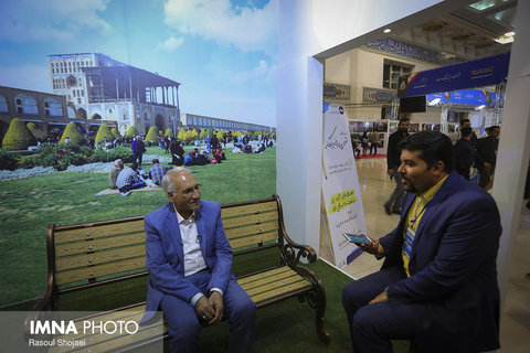 Isfahan mayor at IMNA pavilion