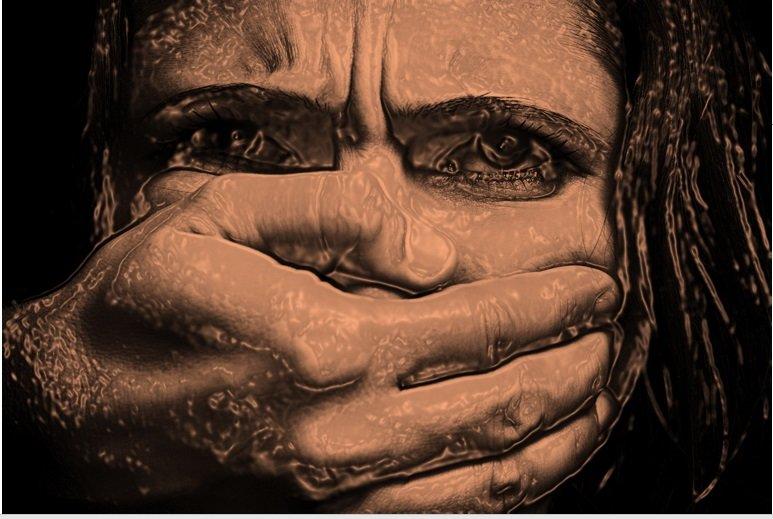 قانون از کودک یا زن آزار دیده چه حمایتی میکند؟