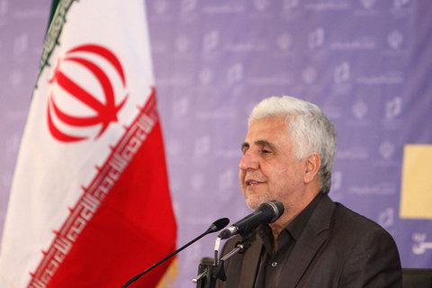 نشست خبری رئیس دانشگاه آزاد اسلامی در نمایشگاه مطبوعات