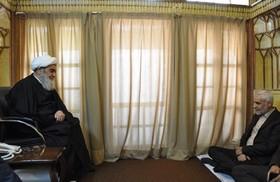 برای براورده ساختن مطالبات به حق مردم اصفهان تلاش کنید