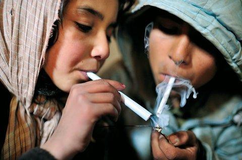 تشویق فرزند به مصرف مواد مخدر مصداق کودکآزاری است