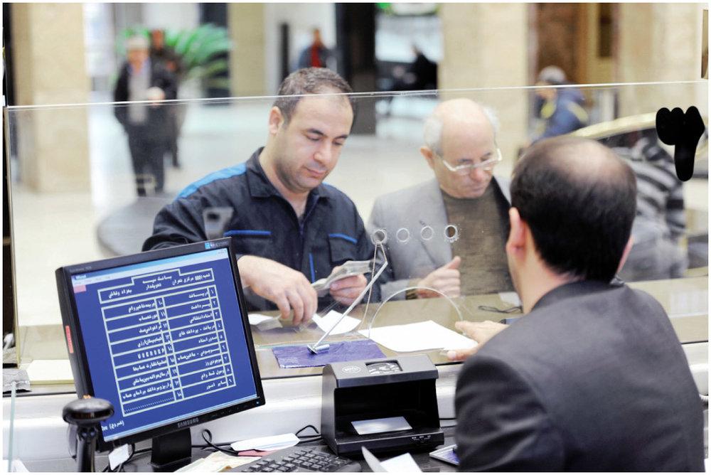 دولت بهجای تغییر واحدپول ملی به فکر کاهش بروکراسیهای بانکی باشد