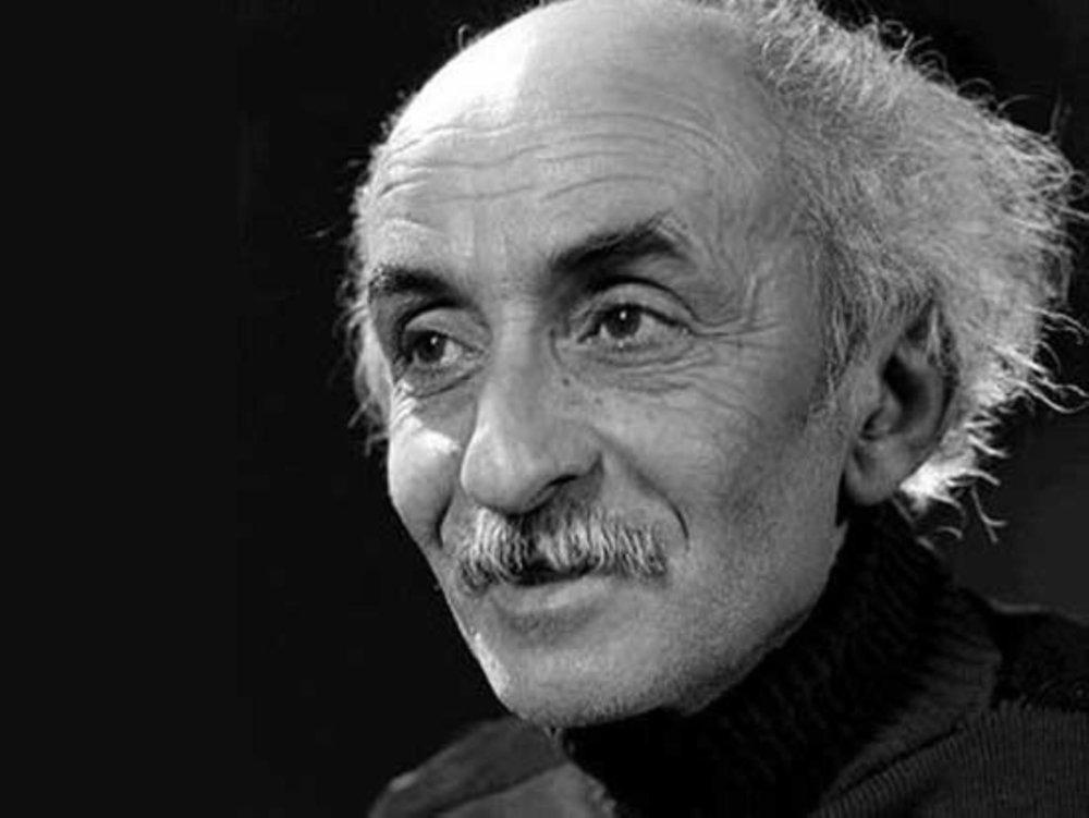 آواز شهرام ناظری بر سر مزار نیما یوشیج