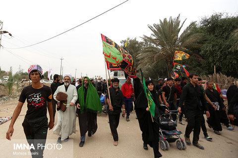 Arbaeen, walking pilgrims