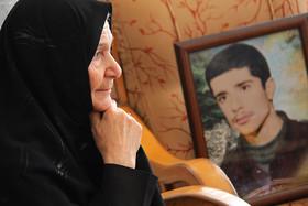 مادر شهید: زنده بود برای دفاع از حرم راهیش می کردم/پس از ۳۴ سال انتظارم به پایان رسید