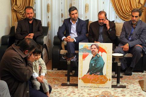 دیدار مدیران شهرداری اصفهان با خانواده شهید مدافع حرم حسین آقادادی- ۲۳ آبان ۱۳۹۶